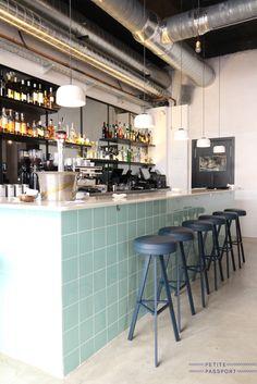 Lando Barcelona by Petite Passport Cafe Bar, Cafe Restaurant, Restaurant Interiors, Exterior Design, Interior And Exterior, Interior Inspiration, Design Inspiration, Love Cafe, Design Café