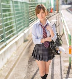 School girls NEVER looked this deliciously gorgeous when I was in High School. Asian Cute, Cute Asian Girls, Beautiful Asian Girls, Cute Girls, Beautiful Women, School Uniform Girls, Girls Uniforms, Girls In Mini Skirts, Japan Girl
