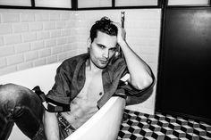 Dans la baignoire by Aurélien Giorgino