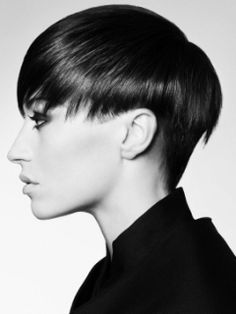 super-subtle but perhaps a teeny bit of an undercut at the side of this shattered bowl cut?