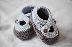 Saartje's Bootees Pattern by pi-pa-po (Ravelry) Knitting For Kids, Baby Knitting Patterns, Baby Patterns, Knitting Projects, Crochet Projects, Crochet Patterns, Free Knitting, Baby Booties, Baby Shoes