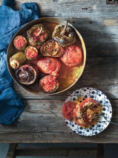 Γεμιστά της γιαγιάς με μυρωδικά και πελτέ #γεμιστά Greek Recipes, Vegan Recipes, Ratatouille, Food Porn, Vegetarian, Vegetables, Cooking, Ethnic Recipes, Cooking Recipes