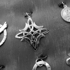 Nudo de Brujas elaborado en plata #brujas  #nudo #celtic #nude  #jewelry  #pendant