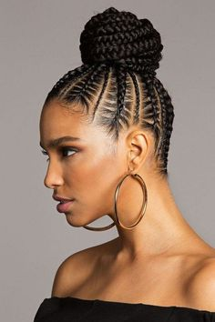 """""""If you are not willing to risk the unusual, you will have to settle for the ordinary."""" – Jim Rohn coiffure pour cheveux bouclés originale mini tresses plaquées large chignon haut Source by divinelyhighlevel Braided Bun Styles, Braided Bun Hairstyles, Protective Hairstyles, Girl Hairstyles, Braided Buns, Black Hairstyles, Hairstyles 2018, Bun Updo, Protective Styles"""