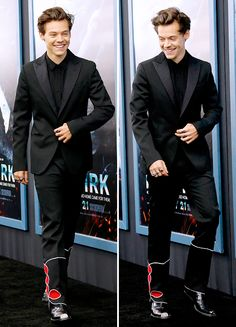 Harry Styles at the New York premiere of 'Dunkirk', July This Man, Harry Styles Dunkirk, Dunkirk Movie, One Direction Memes, Family Show, Now And Forever, Harry Edward Styles, Larry Stylinson, Lady And Gentlemen