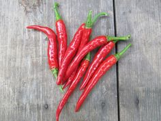 17 Health Benefits of Cayenne Pepper - RiseEarth Danette May, Remedies For Tooth Ache, Blood Pressure Remedies, Pepper Seeds, Weight Loss Help, Cayenne Peppers, Natural Health Remedies, Stuffed Hot Peppers, Health And Nutrition