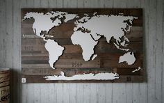 **Handgefertigte, einzigartige Weltkarte** mit Beleuchtung und 3D-Effekt im Vintage-Look!   Nord- und Südamerika, Afrika, Eurasien, Australien und die Antarktis sind leicht erhöht angebracht und...