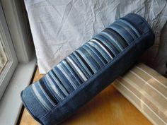 Denim Pleated Bolster Pillow upcycled from blue jeans by brentaveideas Diy Jeans, Jeans Denim, Denim Bag, Diy Jewelry Recycled, Recycled Denim, Jean Crafts, Denim Crafts, Sewing Pillows, Diy Pillows