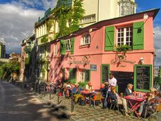 La Maison Rose #Montmartre #Paris http://parismoviewalks.co.uk