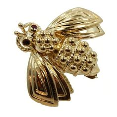 Pre-owned Tiffany & Co. 18K Yellow Gold & Ruby Bee Pin Brooch (14,045 CNY) ❤ liked on Polyvore featuring jewelry, brooches, ruby jewellery, gold brooch, 18 karat gold jewelry, ruby jewelry and yellow gold jewelry