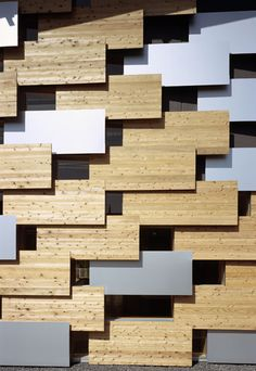 Polygonal wall surface wood panel for architecture Various building patterns by architect Kengo Kuma Design Exterior, Facade Design, Wall Design, Interior And Exterior, Building Skin, Building Facade, Architecture Design, Japan Architecture, Drawing Architecture