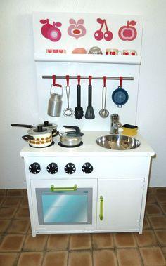 Kinderküche DIY selbst gebaut, selber bauen spielküche