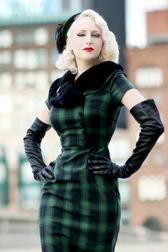 Vixen Rachel Tartan Pencil Dress in Green Fashion Tips For Women, Womens Fashion, Girl Fashion, Idda Van Munster, Style Floral, Vintage Outfits, Vintage Fashion, Mode Chic, Vintage Glamour