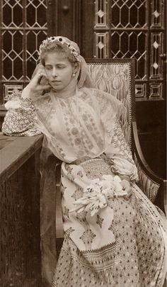 Queen Maria in a Romanian folk costume Princess Victoria, Queen Victoria, Folk Costume, Costumes, Romanian Royal Family, Maud Of Wales, Alexandra Feodorovna, Princess Alexandra, Queen Mary