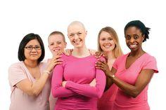 Alguns dos medicamentos utilizados no tratamento do câncer causam queda de cabelos.