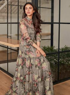 Look Your Best With This Fashion Advice Indian Gowns Dresses, Indian Fashion Dresses, Indian Designer Outfits, Evening Dresses, Stylish Dresses, Casual Dresses, Sonam Kapoor, Deepika Padukone, Frock Fashion