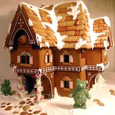 gingerbread houses,ginger bread house, christmas ginger bread house,christmas gingerbread house, world's largest gingerbread house, giant gingerbread house, biggest gingerbread house