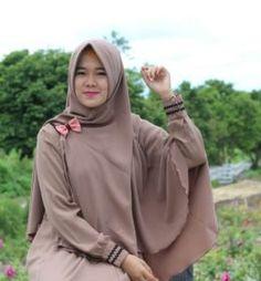 Gamis Syari Adzkia Manisqu Mocca adalah salah satu produk Gamis Adzkia Hijab yang sangat digemari karena desain yang simple dan elegan dengan kualitas bahan serta jahitan yang bagus, selain itu Gamis Elegan ini juga tersedia dalam berbagai pilihan warna.