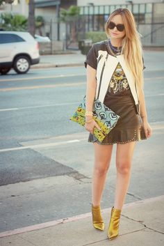 www.streetstylecity.blogspot.com Fashion inspired by the people in the street ootd look outfit sexy high heels legs woman girl skirt miniskirt leather spring