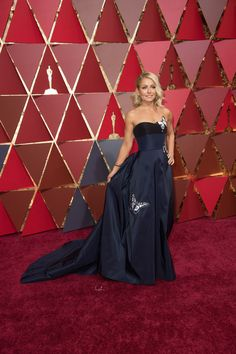 Kelly Ripa arrives on the red carpet of The 89th Oscars®. @theacademy  @dolbytheatre  #redcarpet #oscars #KellyRipa #fashion #style
