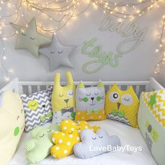 Cute, but DON'T use crib bumpers Sewing Toys, Baby Sewing, Baby Bedroom, Kids Bedroom, Baby Decor, Nursery Decor, Fabric Toys, Sewing Pillows, Baby Pillows