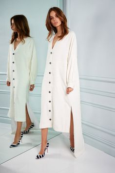 See the complete Kimora Lee Simmons Resort 2018 collection.