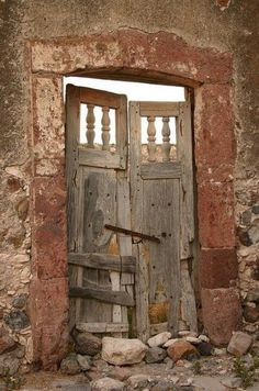 65720f0bb90f3f1136e732d0572f7792--rustic-doors-old-doors.jpg (477×720) #fachadasverdesarchitecture