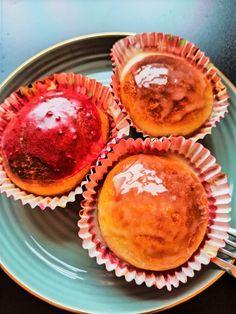 Donut med bringebær og hvit sjokolade - taste that food 200 Calories, Donuts, Muffin, Breakfast, Food, Frost Donuts, Morning Coffee, Beignets, Essen
