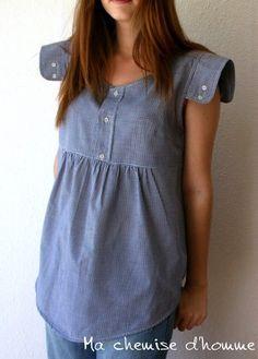 Esta túnica se hace de la camisa de algodón comprobada de camisa A HAREY BUTLER CO reciclado hombre con mangas pequeñas    Un toque masculino - un toque femenino    Respetuoso del medio ambiente    Fabricado en Francia    Colores: Pequeños azulejos azules marino y blancos    Pieza única    Tamaño de Reino Unido 12 / UE 40 / U.S. 8 / M longitud 28,8 (73 cm)  Busto de 19,7 (50 cm)    ******    Cette tunique / blusa est réalisée avec une chemise d  Homme recyclée de la marca ...