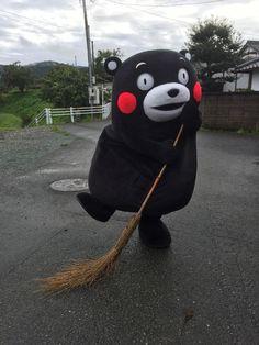 Kumamon; おはくま~!まずはお掃除してスッキリと、今日も1日エイエイモーン☆