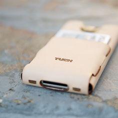 Bezoek onze webshop voor alles stijlvoller iPhone hoesjes - #leather iphone case designer | Leather iPhone 4 Case & Wallet : Naked. $40.00 - http://www.ledereniphonehoesjes.nl