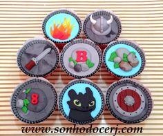 """Cupcakes """"Como Treinar O Seu Dragão"""" Fogo C Capacete Viking  cakepins.com"""
