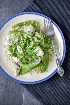 Mangetout and bell pepper green curry