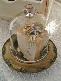 Blossoms Vintage X lovely cloches X ღɱɧ Glass Bell Jar, The Bell Jar, Glass Domes, Glass Jars, Bell Jars, Glass Globe, Cloche Decor, Style Cottage, Decoration Shabby