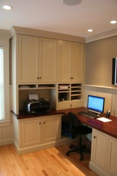Nice home office idea.  I like the place for the printer and the open cubby below for the modem, etc.