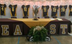 Head table for Football banquet - I love this idea. Use marching band uniforms and maybe drums Cheer Banquet, Football Banquet, Football Cheer, Football Season, Football Pics, Football Field, Field Hockey, Football Players, Football Centerpieces