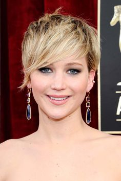 Colourful drop earrings are proving to be a red carpet trend this season at the SAGs. Best Supporting Actress winner Jennifer Lawrence paired her Dior gown with one-of-a-kind yellow gold, Japanese amethyst, blue sapphire and diamond earrings by Jennifer Meyer.