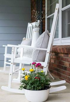 Nice 60 Farmhouse Front Porch Decor Ideas https://decorapartment.com/60-farmhouse-front-porch-decor-ideas/