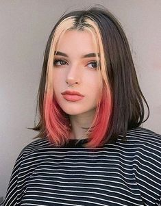 Edgy Look of Hair Color Style for Short Hair color aesthetic Gorgeous Hair Color Ideas for Short to Medium Hair Medium Short Hair, Medium Hair Styles, Curly Hair Styles, Hair Color Streaks, Hair Highlights, Gorgeous Hair Color, Dye My Hair, Aesthetic Hair, Aesthetic Grunge