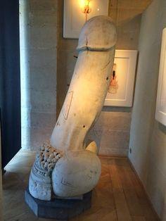 Giant phallus | cabinet of curiosities | cabinet de curiosites | Luca Cableri