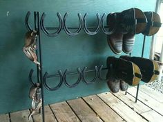 horseshoe shoe/boot storage - love it! maybe nice for outdoors, walking boots, mudscraping too, as should withstand the elements? Horseshoe Projects, Horseshoe Crafts, Horseshoe Art, Metal Projects, Welding Projects, Diy Projects, Horseshoe Ideas, Blacksmith Projects, Welding Ideas