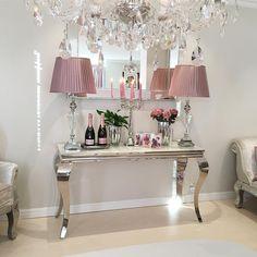 The Best 2019 Interior Design Trends - Interior Design Ideas Living Room Redo, Living Room Designs, Apartment Front Doors, Diy Home Decor, Room Decor, Luxury Decor, Modern Room, Room Colors, Room Inspiration