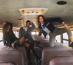 "11.6 mil curtidas, 34 comentários - ⚡️Simi & Haze⚡️ (@simihaze) no Instagram: ""We found a school bus parking lot at work & took fullll advantage lol """