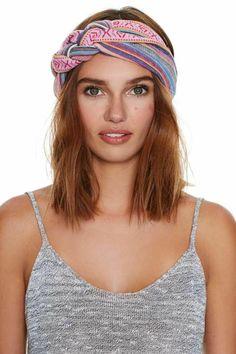 With the Band Turban // Estilo Hippie, Diy Headband, Headbands, How To Wear Scarves, Bandanas, Headband Hairstyles, Scarf Styles, Hair Pieces, Head Wraps