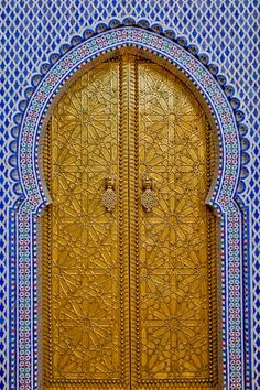 Morocco Travel Inspiration Gate of the Royal Palace in Fez Morocco Islamic Architecture, Art And Architecture, Moroccan Doors, Moroccan Bedroom, Moroccan Interiors, Fez Morocco, Marrakech, Morocco Travel, Unique Doors