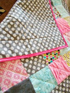 Simple Baby Quilt Tutorial by Fickle Pickle - TONS of baby blanket tutorials! Great on hand gift ideas