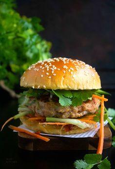 Chicken Burgers Healthy, Chicken Sandwich Recipes, Lunch Box Recipes, Wrap Recipes, Burger Recipes, Indian Food Recipes, Ethnic Recipes, Chicken Snacks, Veg Recipes