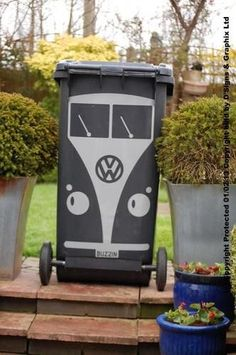 VW Volkswagen Camper Bus Campervan Kombi wheelie bins (ô. Reg Plates, Combi Ww, Auto Volkswagen, Vw Vintage, Ideias Diy, Garbage Can, Diy And Crafts, Street Art, Projects To Try