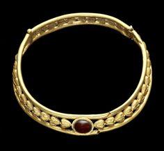 An East Roman gold necklet. Circa 2nd-3rd Century A.D.