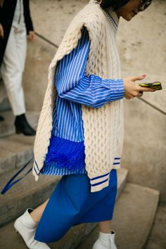 They Are Wearing: Paris Fashion Week Spring 2019 - Daily Fashion Knit Fashion, Fashion Week, Daily Fashion, Paris Fashion, Love Fashion, Fashion Models, Fashion Looks, Fashion Outfits, Womens Fashion